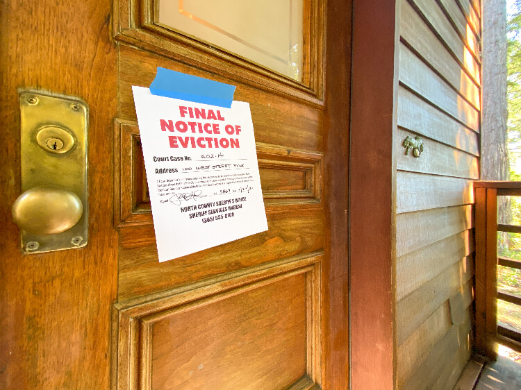 final notice of eviction posted on door