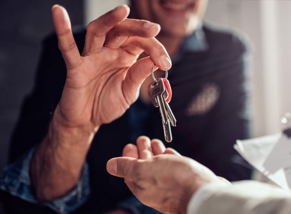 landlord giving tenant key